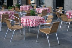 Steet cafe. Checked table cloths on tables on the street outside a cafe or bar in England stock photo