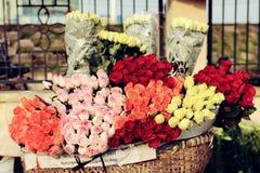 Steg blommor på cykeln på blommamarknaden Arkivfoto