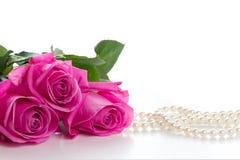 steg den pärlemorfärg pinken för halsbandet Royaltyfri Bild