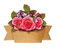 Steg och den lila blommabuketten med hantverkpappersbandet Fotografering för Bildbyråer