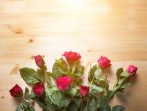 Steg på trä och klockan för försäljning på valentin Arkivbild