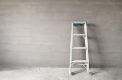 Stege och betongvägg Arkivfoton