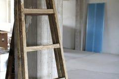 Stege på en konkret pelare på en byggnadsplats Arkivfoto