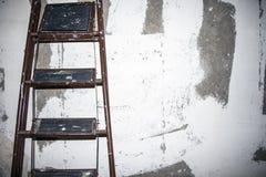 Stege på väggbakgrund arkivfoton