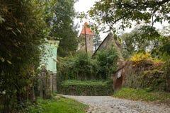 Stegegatan som leder till kyrkogården i slotten i gammal stad Sighisoara stad i Rumänien Arkivfoton