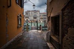 Stegen en straten van Venetië royalty-vrije stock foto