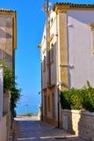 Stegen op het overzees bij donnalucata Ragusa royalty-vrije stock fotografie