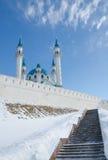 Stegen som upp till leder moskén Kul Sharif Royaltyfri Bild