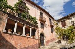Stegen, trappen en kleine vierkanten van Morcone, een stad in zuidelijk Italië royalty-vrije stock afbeeldingen