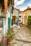 Stegen van bergdorp in Toscanië royalty-vrije stock foto
