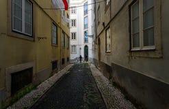Stegen van oud Lissabon portugal stock foto's