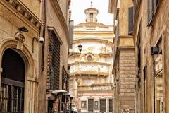 Stegen van Rome: historische gebouwen en kerk stock foto