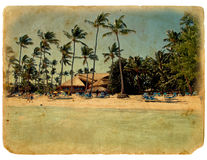 Stehen Sie auf dem Strand, Aufenthaltsraumstühle, Palmen still Lizenzfreies Stockbild