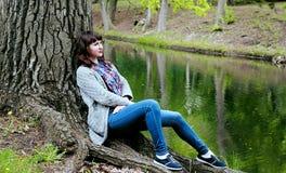 Stehen Sie ein schönes Mädchen still Lizenzfreie Stockfotografie