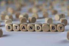 Stehen Sie - Würfel mit Buchstaben, Zeichen mit hölzernen Würfeln bereit Lizenzfreie Stockfotografie