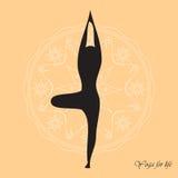 Stehende Baumhaltung alias Vrikshasana des Yoga Stockfotografie