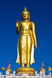 Stehende Buddha-Statue stockbild