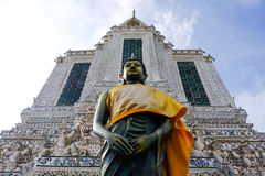 Stehende Buddha-Statue Stockfoto