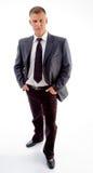 Stehender junger stattlicher Geschäftsmann Lizenzfreie Stockfotos