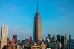 Stehendes hohes - Empire State Building Stockfoto