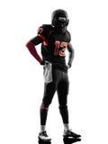 Stehendes Schattenbild des Spielers des amerikanischen Fußballs Lizenzfreie Stockfotografie