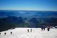 Steigen auf einem Berg lizenzfreies stockfoto