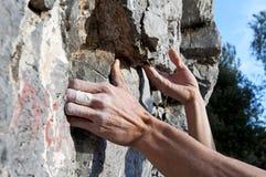 Steigen auf Kalkstein Lizenzfreies Stockbild