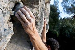 Steigen auf Kalkstein Stockfotos