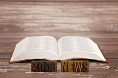Steigen Sie in die ganze Welt ein und predigen Sie die guten Nachrichten zu aller Schaffung lizenzfreies stockfoto