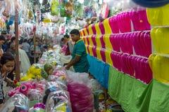 Steigen Sie Pfeilspiel in einem Tempelfestivalkarneval im Ballon auf Lizenzfreie Stockfotos