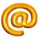 Steigen Sie am realistischen Alphabet der goldenen Folie des Postsymbols 3D im Ballon auf Lizenzfreie Stockbilder