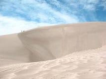 Steigen von einem Sanddune Lizenzfreie Stockfotografie