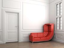 Steigende rote Couch auf klassischem Weiß Lizenzfreie Stockbilder
