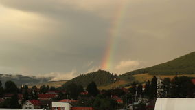 Steigender wirklicher Regenbogen stock video footage