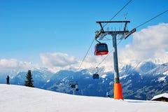 Steigungen des Skifahrenerholungsortes Stockbild