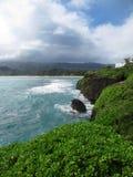 Steile ertsaders op Laie-Punt, Oahu, Hawaï Stock Foto's