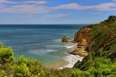 Steile helling langs de kust van Gespleten Punt in Victoria Stock Foto's