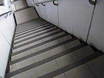 Steile moderne Treppen Stockbild