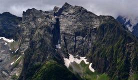 Steile Steigungen in den Bergen Dombay Lizenzfreie Stockfotografie