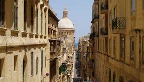 Steile Straßen von La Valletta Lizenzfreie Stockfotografie