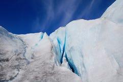 Steile Wand des Worthington Gletschers mit Sprüngen Stockfotografie