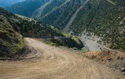 Steile weg in bergen Royalty-vrije Stock Afbeelding