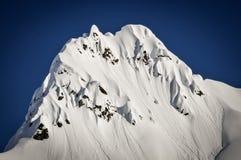 Steiler Schnee umfasste Gebirgsspitze, Alaska Lizenzfreies Stockbild