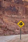 Steiles Verkehrsschild Stockfotos