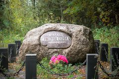 Stein auf dem Grab des Künstlers G V Soroka Stockbilder