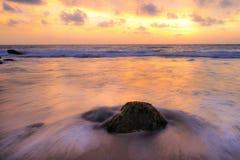 Stein auf dem Strand Stockfoto