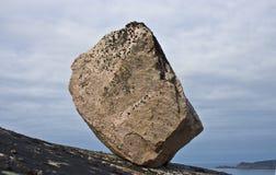 Stein auf felsiger Steigung Stockbild