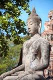 Stein-Buddha-Statue gesetzt im Lotussitz bei Wat Mahathat, Ayutthaya, Thailand Lizenzfreie Stockbilder