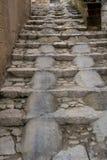 Stein gemacht von die Treppen umfasst durch Zement in der Stadt von Matera stockfotografie