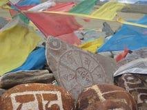 Stein geschnitzt mit Symbolen von prosperity_14 Stockfotografie